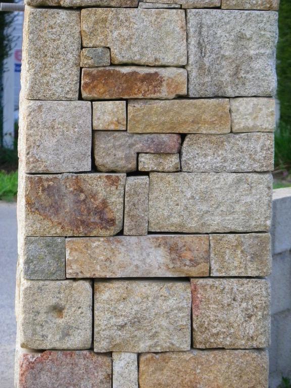 pilier en pierres