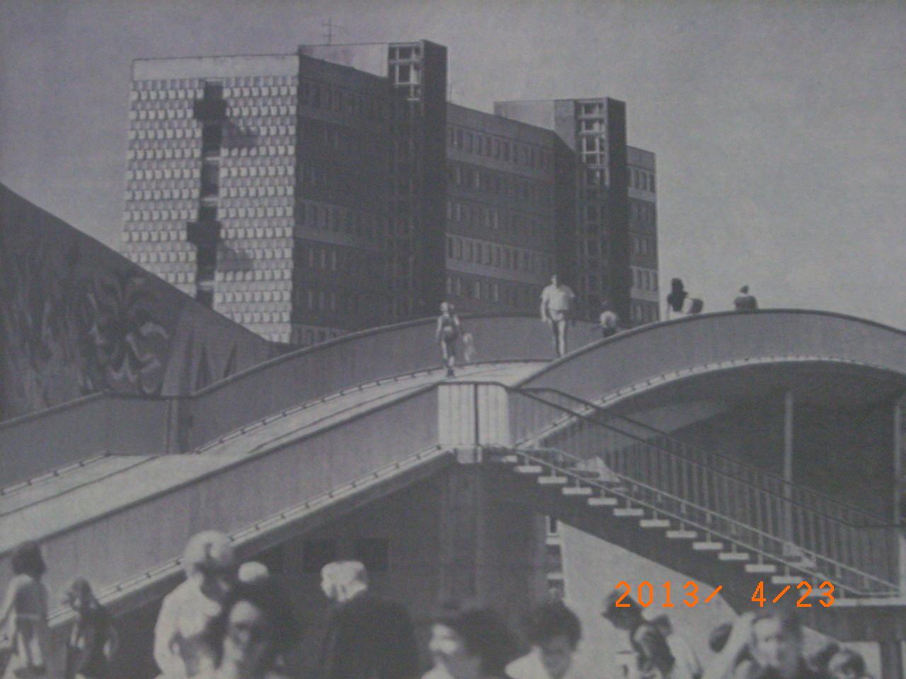 Fußgängerbrücke über die Magistrale auf Höhe der Schwimmhalle