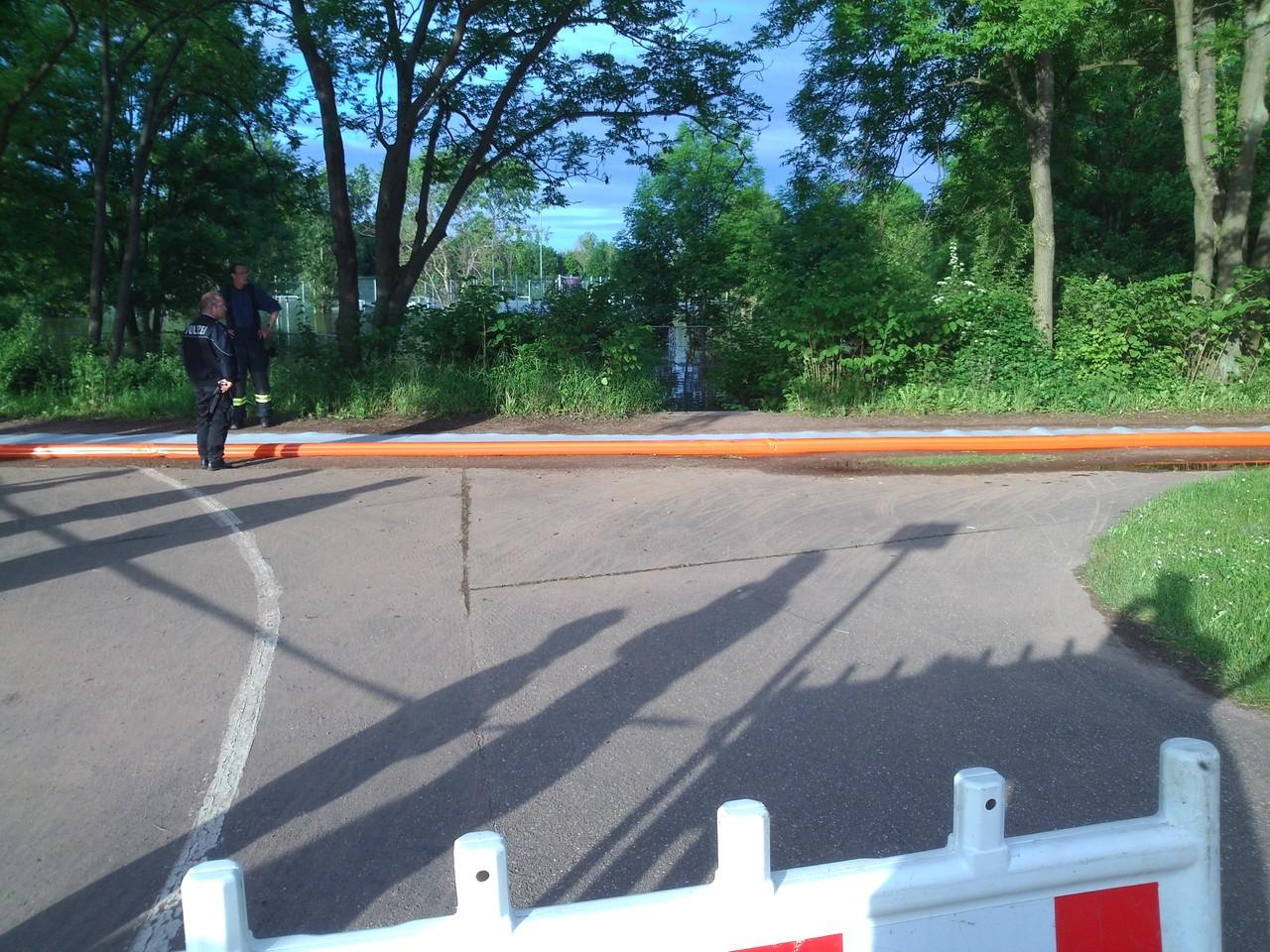 Rennbahnkreuz - Gimmritzer Damm; erste Vorbereitungen werden getroffen für die Erhöung des Deiches
