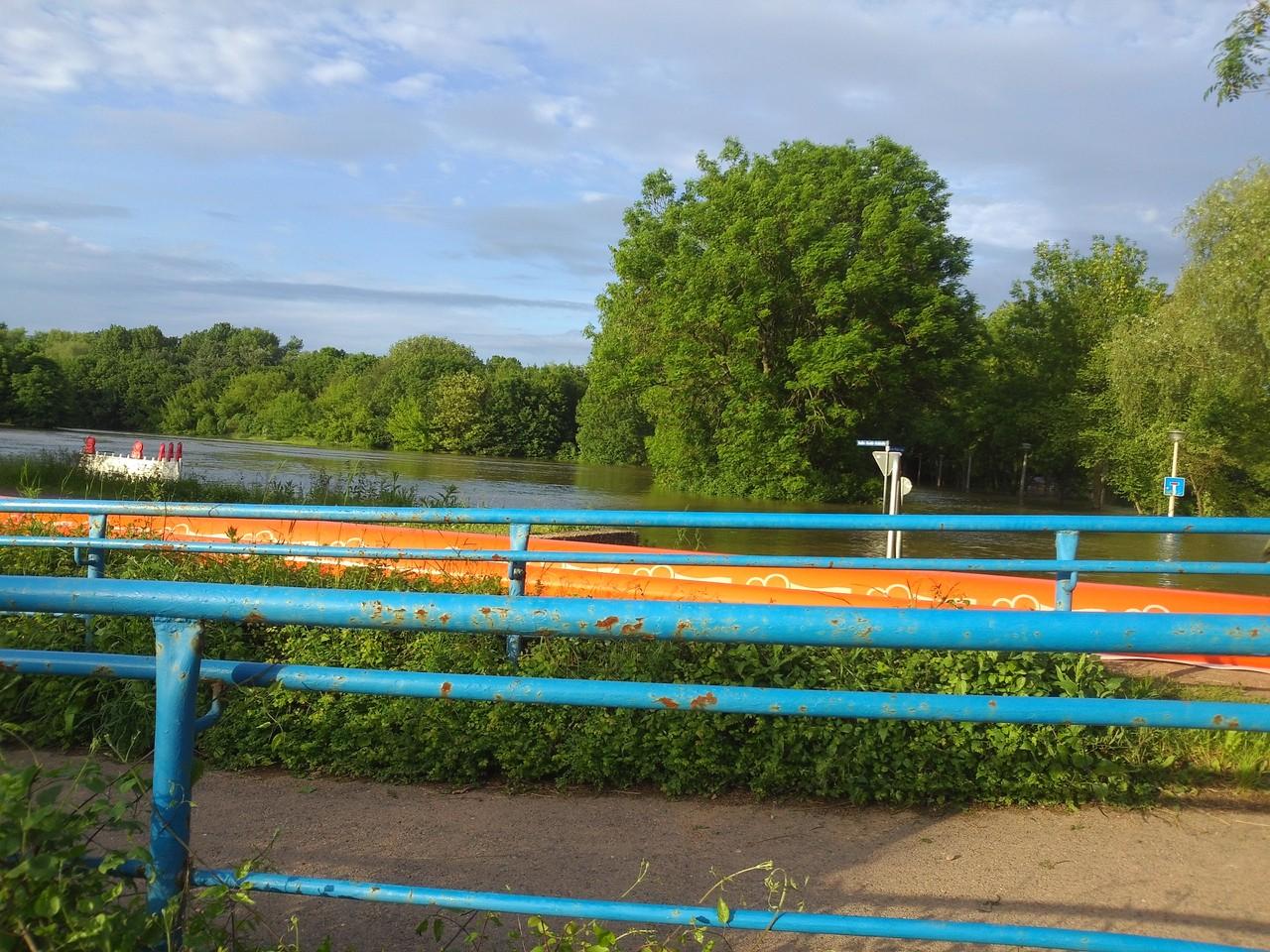 Gimmritzer Damm; erste Vorbereitungen werden getroffen für die Erhöung des Deiches