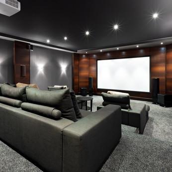 Kino Sofa Lounge deckenmontage zuhause projektor beamer