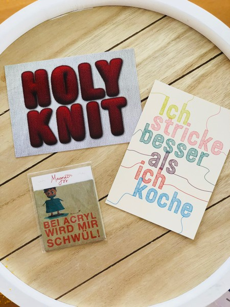 Holy Knit Postkarte Strickimicki