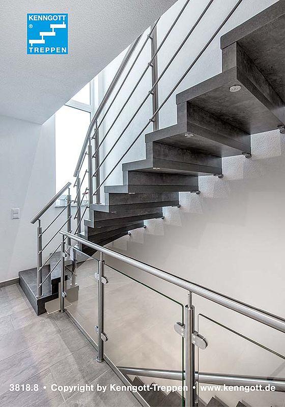 Zwischen Treppe Und Wand Kommt Da Jede Stufe Der Faltwerktreppe Mit Zwei Bolzen Befestigt Ist Es Dank Kautschukhüllen Zu Keinem Trittschall