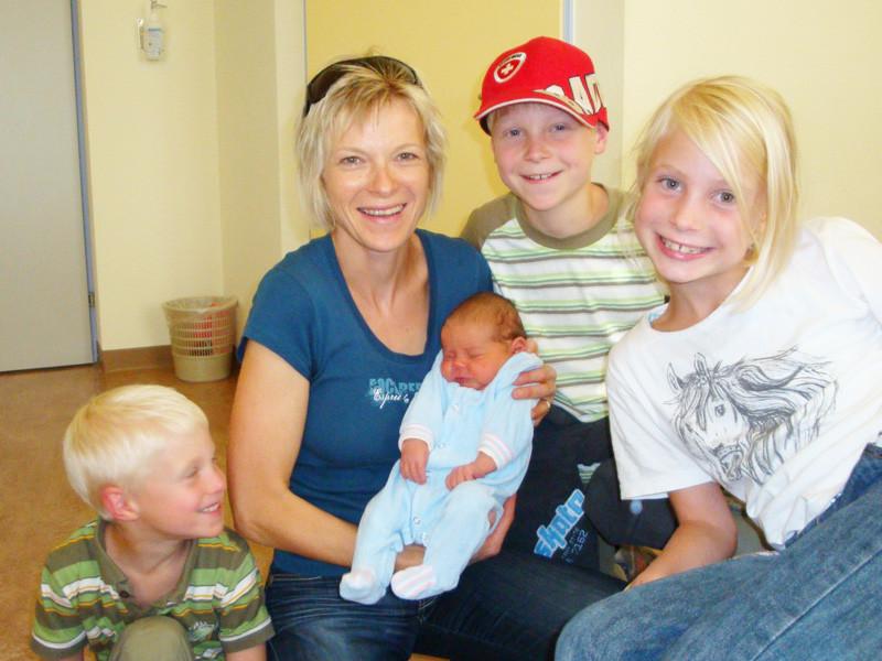 Karin mit Noah, Yanick und Elena (Tante mit Cousins und Cousine)