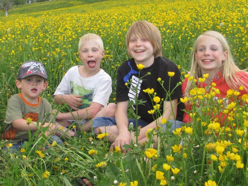 Jan mit den Cousins Noah, Yanick und Elena.