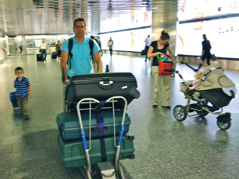 Family Stähli mit Sack und Pack