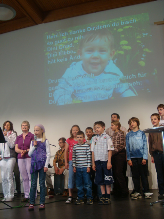 Die Kinder der Sonntagsschule singen mir ein Lied
