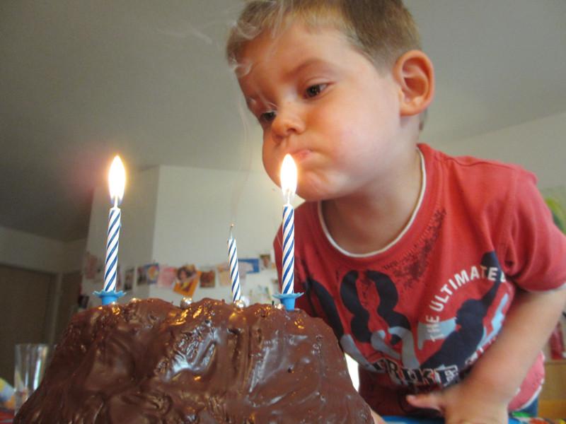 Und drei Kerzen zum Ausblasen