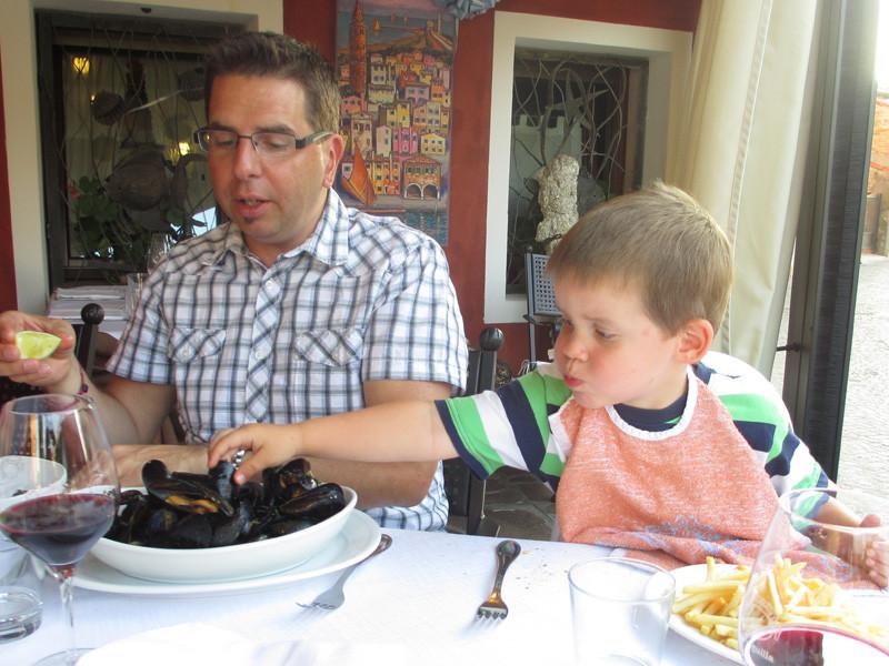Daddy dachte niemand würde ihm die Muscheln streitig machen...