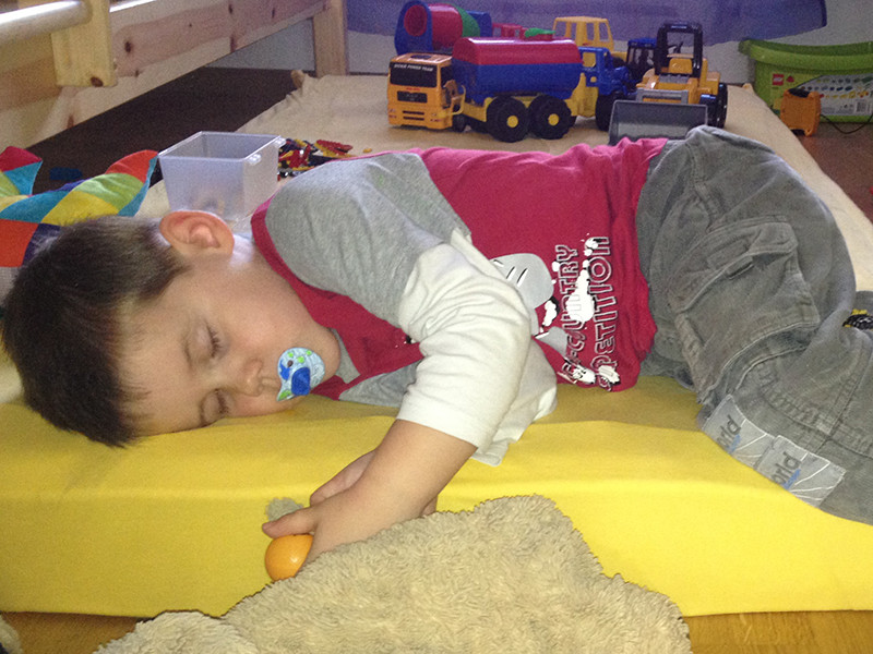Jan bei seinem Mittagsschlaf.
