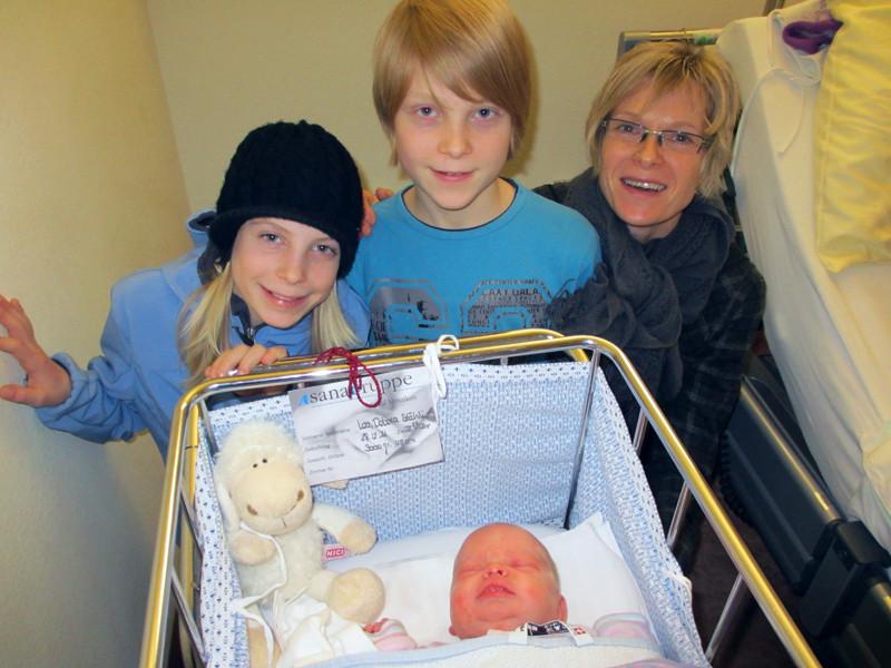 Cousins Elena und Yanick mit Karin