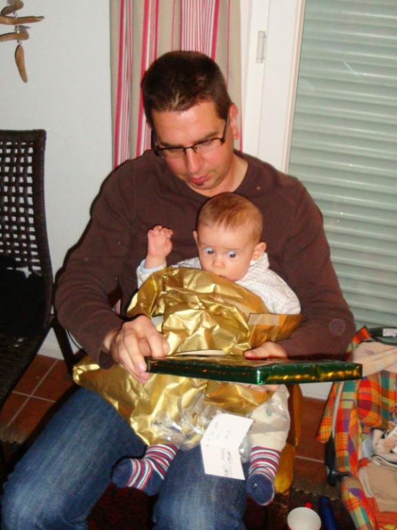 Weihnachten bei Speck's - warum werden die Sachen im Papier versteckt?