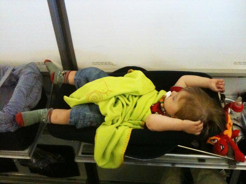 Einziger Fluggast mit eigenem Bettli.