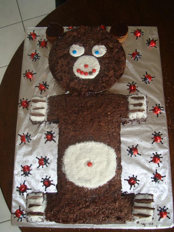 Tante Dee und Grossmami haben einen tollen Kuchen gebacken