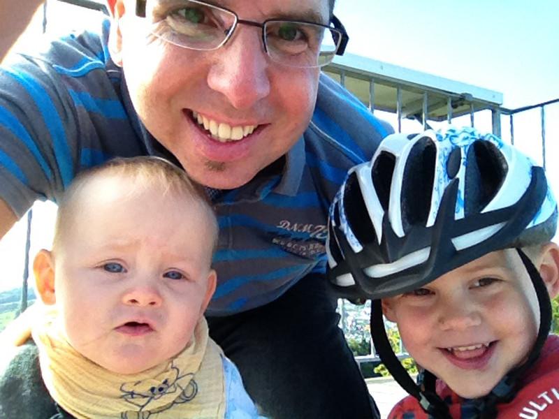 Auf einer Biketour mit Daddy