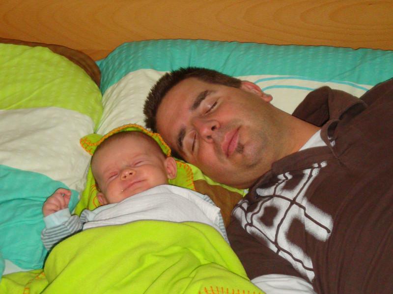 Wir zwei im Bett von Mami...