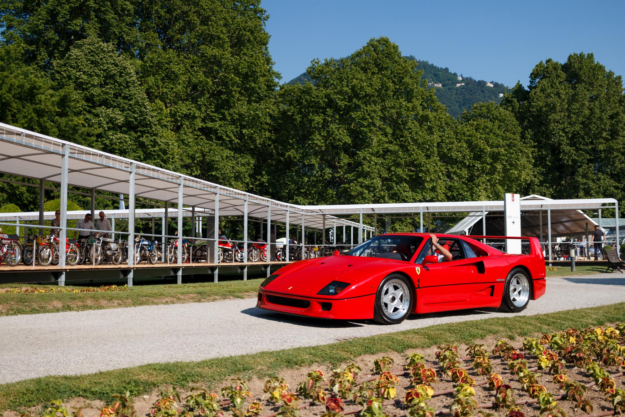 Ferrari F40, vendue pour un peu plus du million d'euros.
