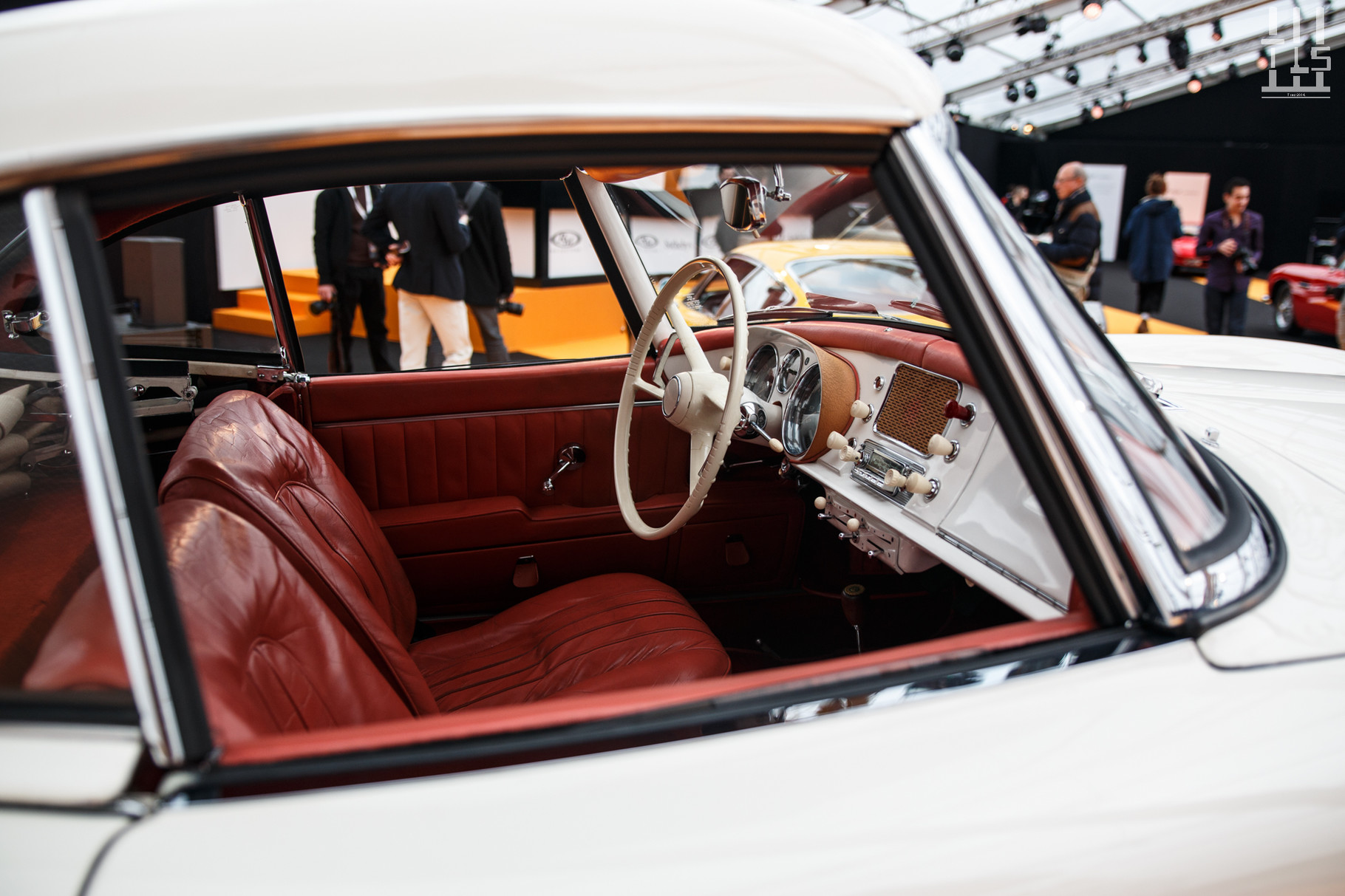 Mercedes-Benz 300 SL Gullwing, vendue à 1 176 000 euros.