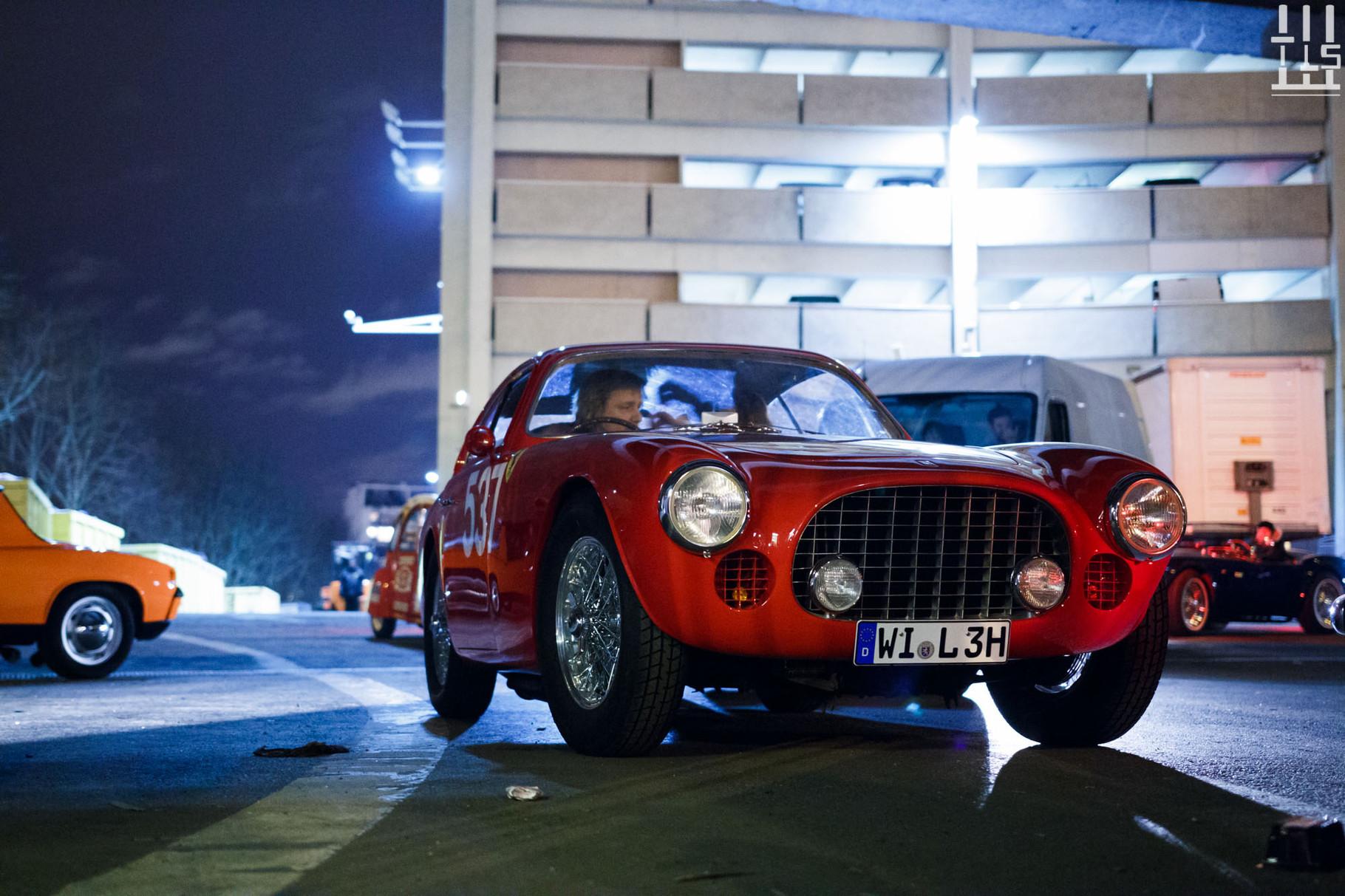 Ces Allemands armés de cette Ferrari 212 / 225 Sport Vignale châssis 0152EL rentreront chez eux par la route.