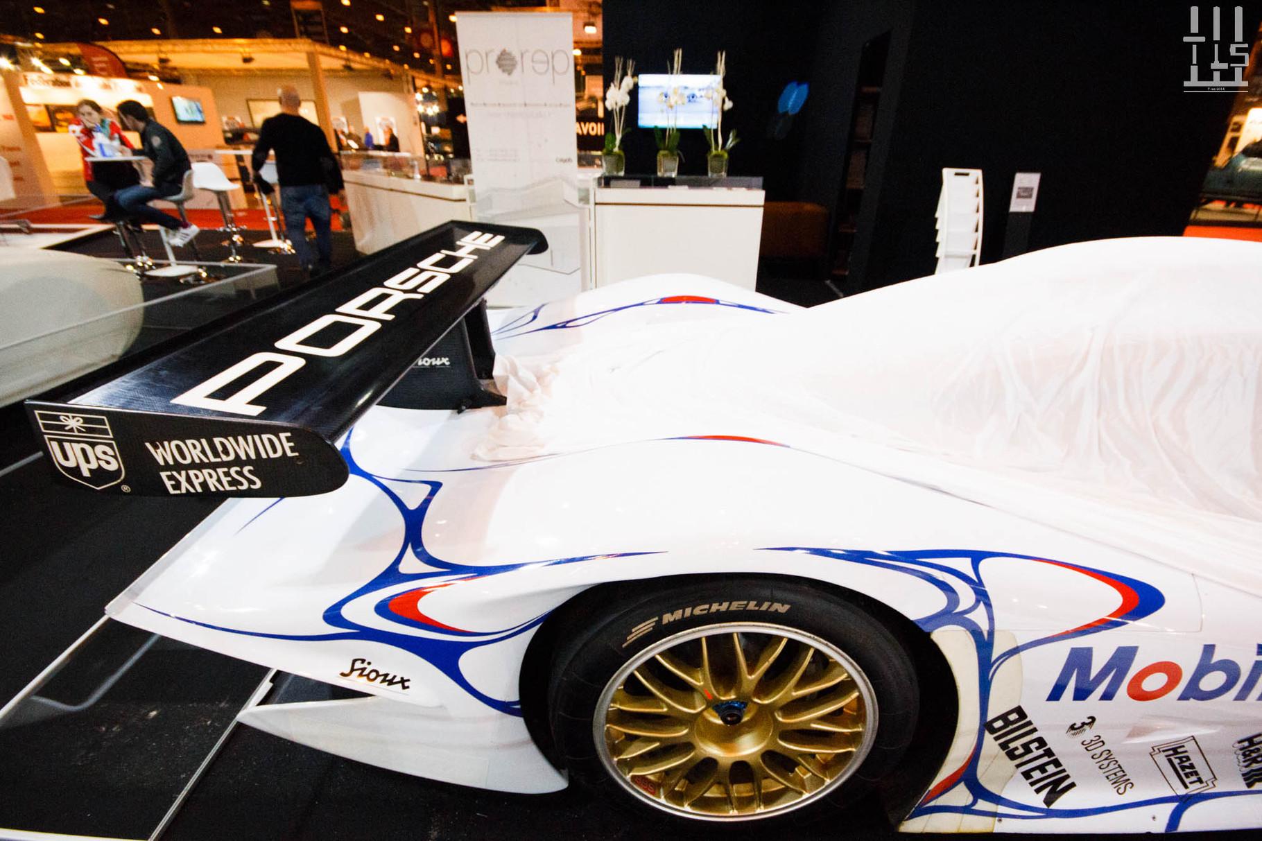 Restons chez les constructeurs avec pour la seconde ou troisième année consécutive une 996 GT1 de course chez Porsche...