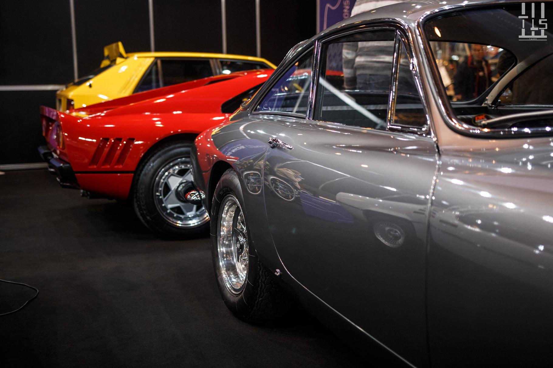 Sur le stand d'un vendeur Anglais que je ne connaissais pas, j'ai trouvé cette Ferrari 288 GTO accompagnée par une Ferrari 250 GT Lusso. Mais ne négligeons pas la Lancia Delta HF Integrale en arrière-plan ! Toutes trois étaient superbes.