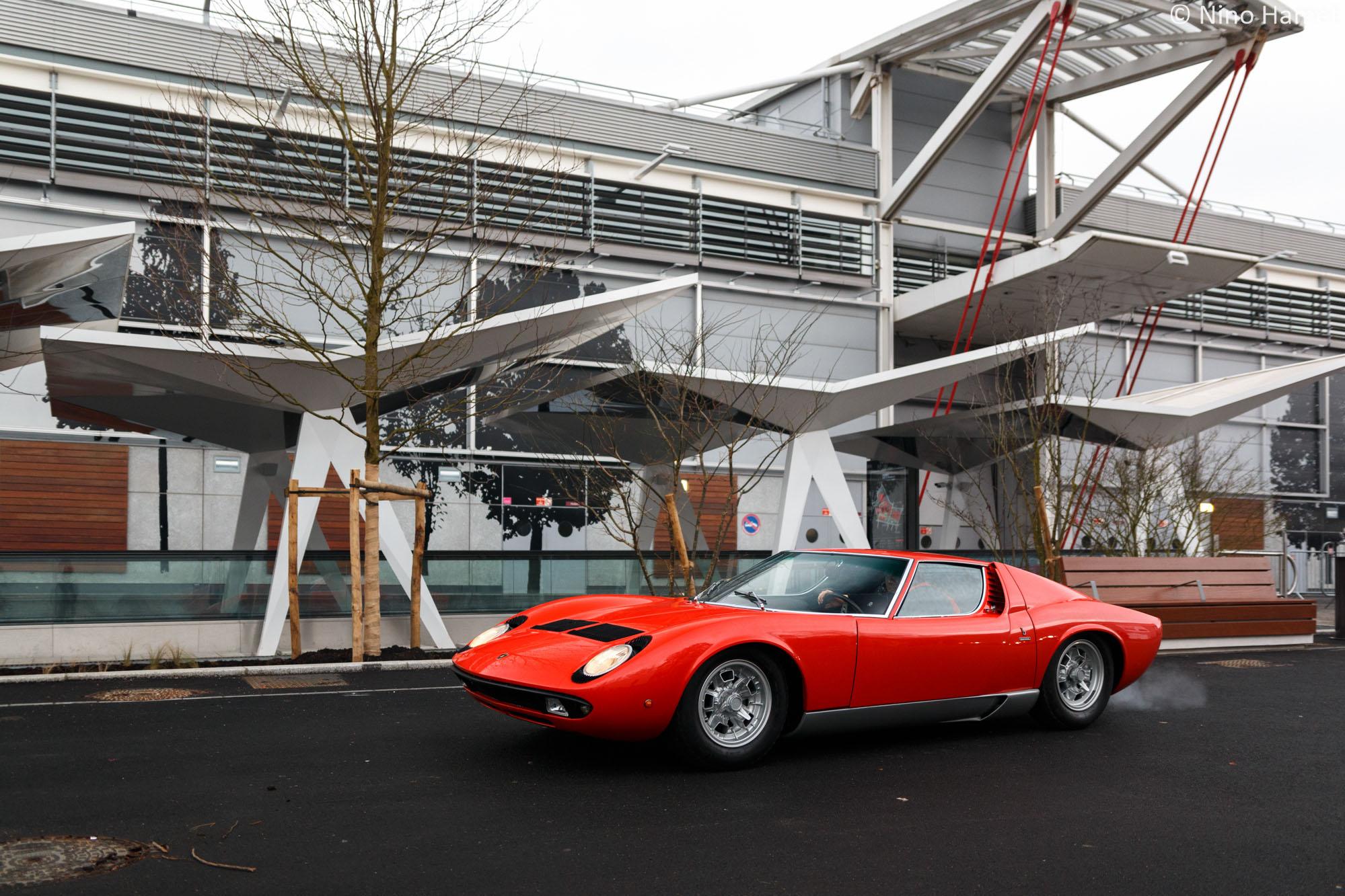 745 000 euros en revanche, cela nous semble faible pour une superbe Lamborghini Miura !