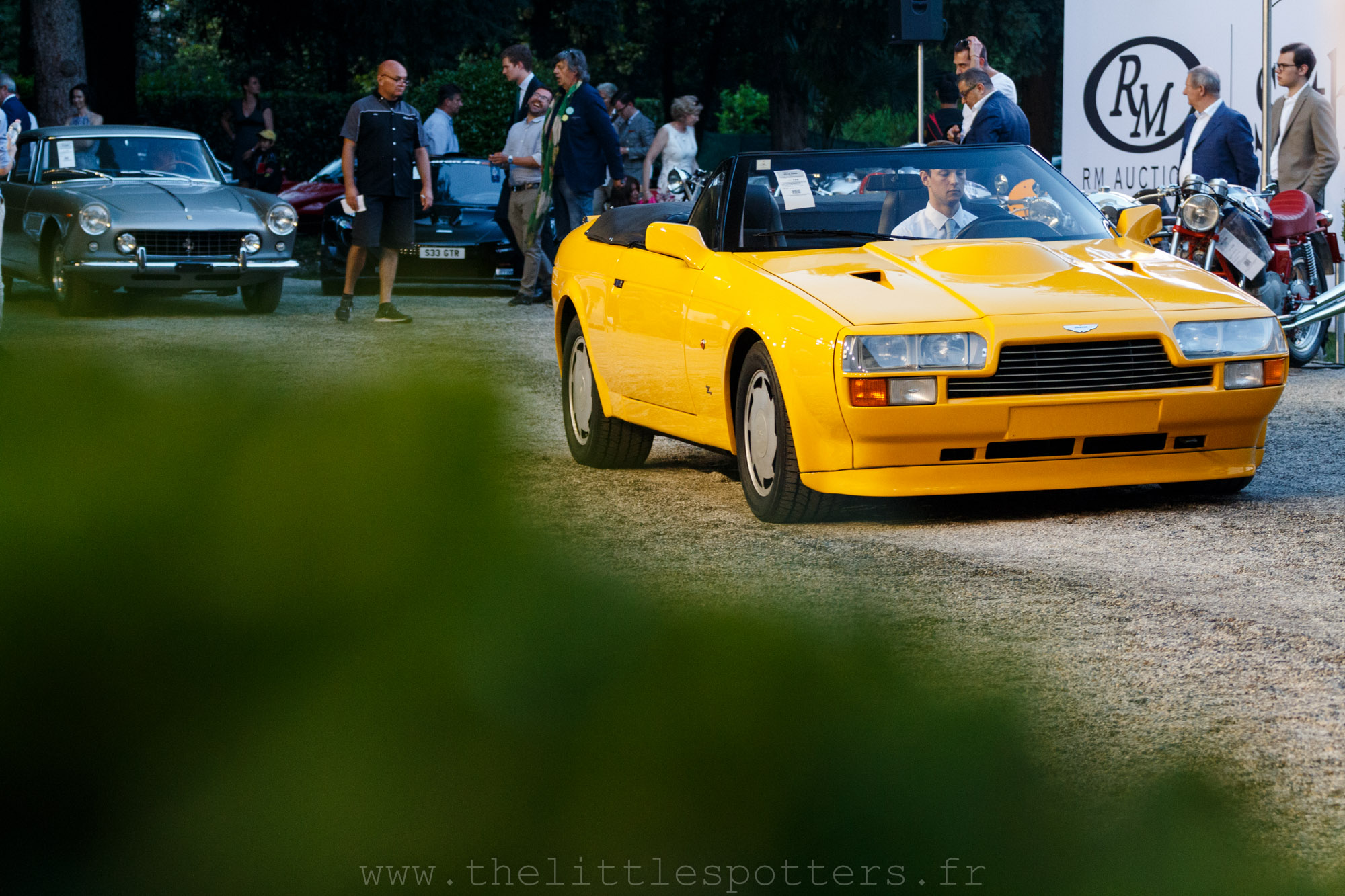 Aston Martin V8 Vantage Volante Zagato, adjugée 459 200 euros.