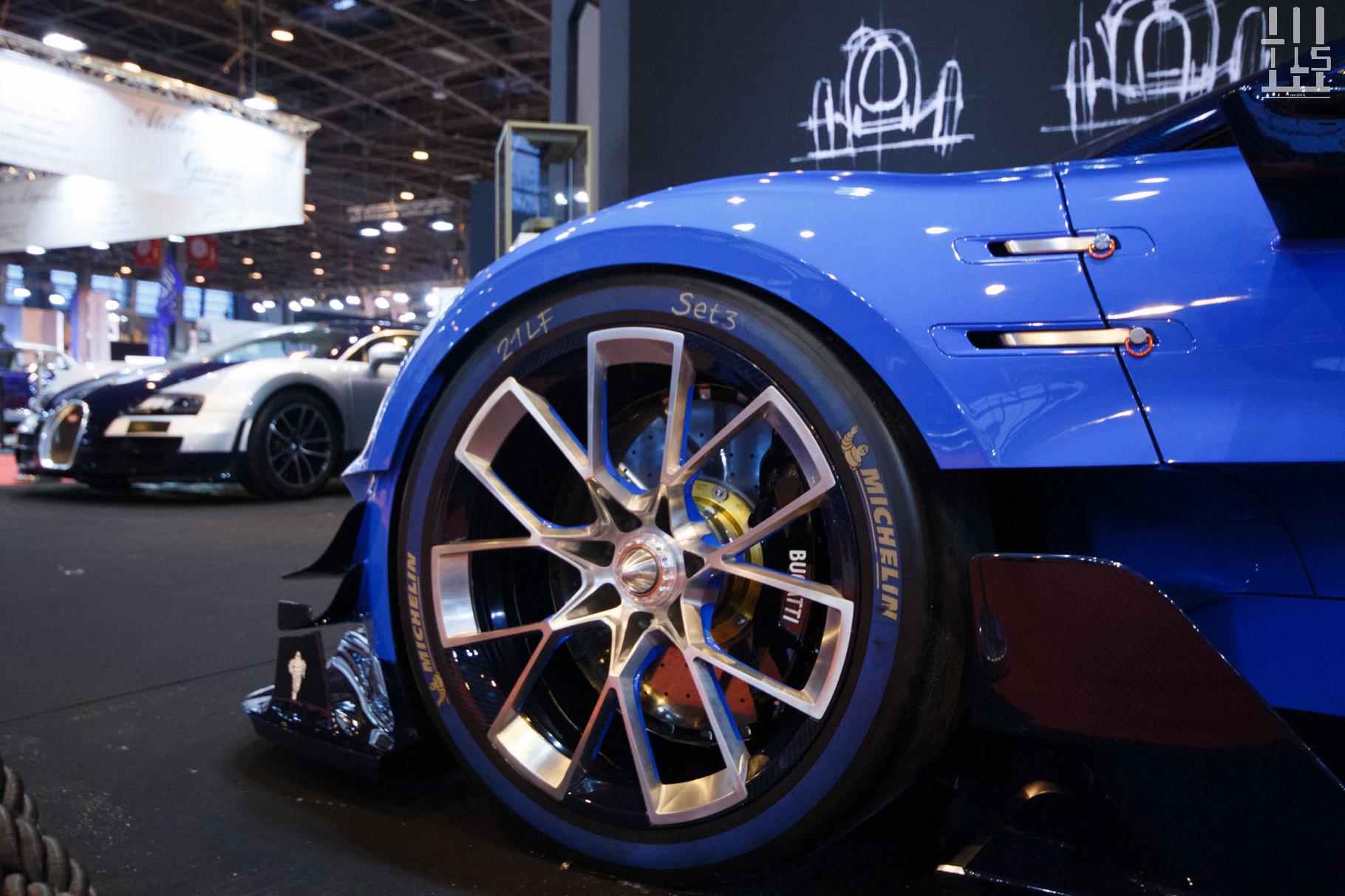 """Le stand Bugatti n'est pas très """"Rétro"""" avec le concept Vision GT et une Veyron Super Sport que je vois pour la troisième fois en six mois."""