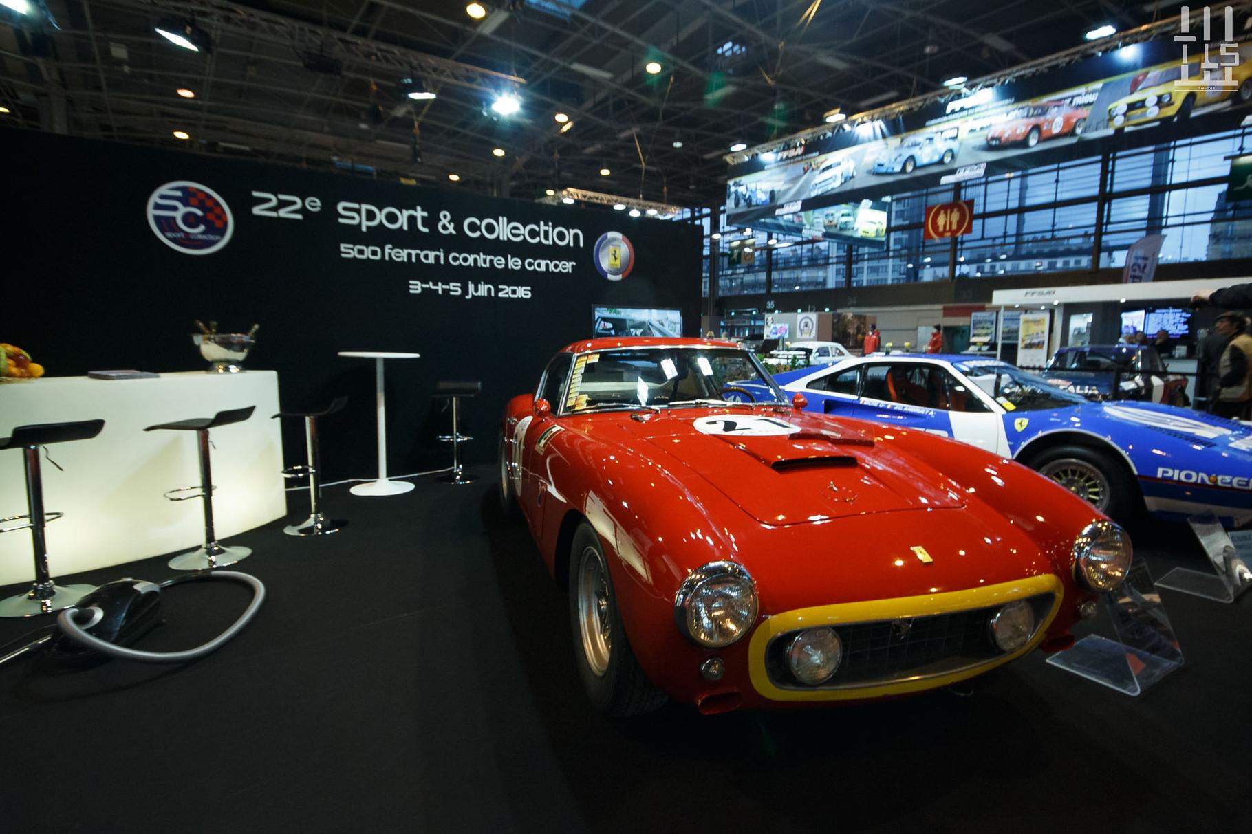 La Ferrari 250 GT SWB de Clive Joy s'expose sur le stand des 500 Ferrari contre le Cancer.