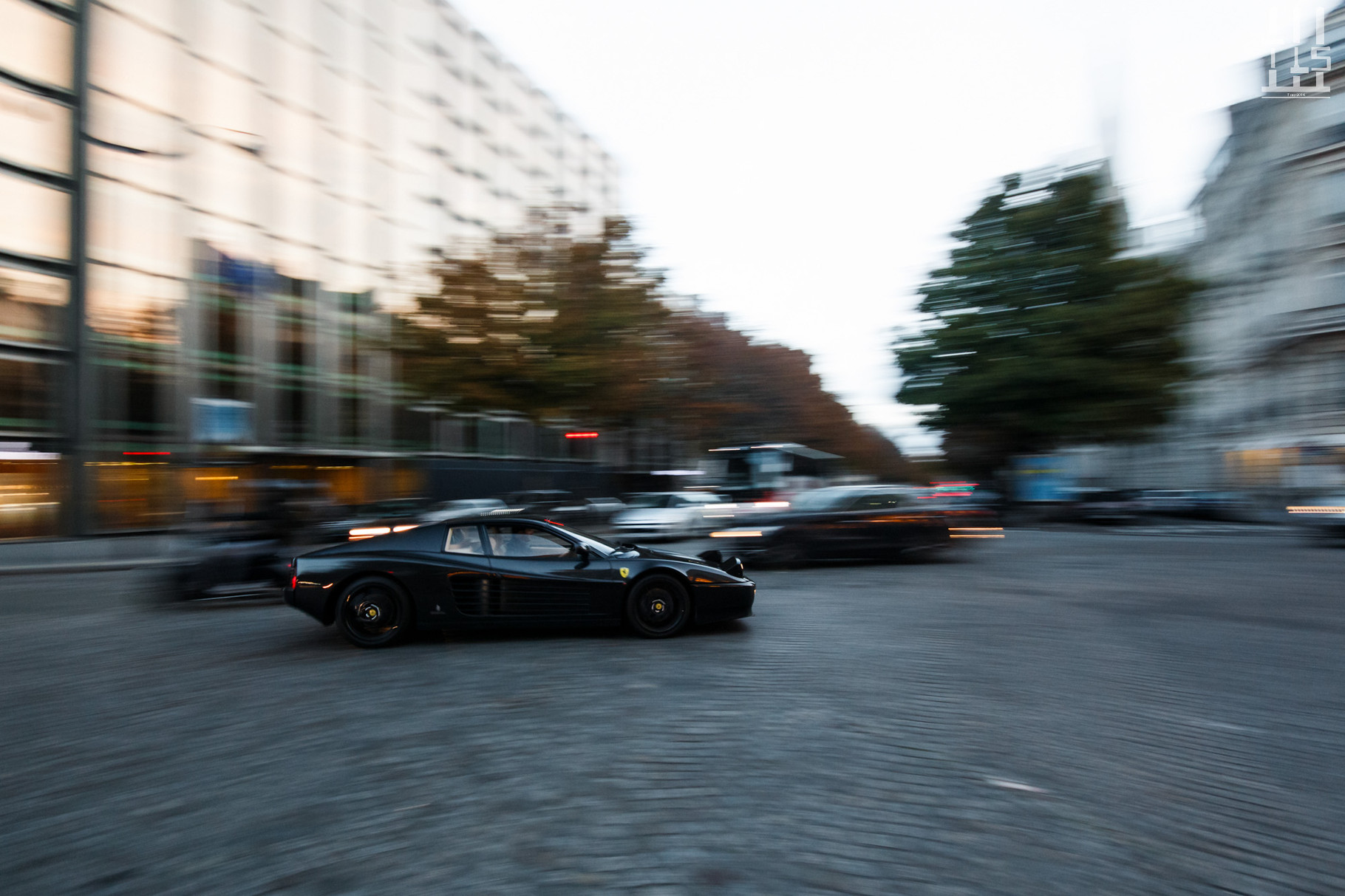 Ferrari 512 TR, avenue Pierre 1er de Serbie