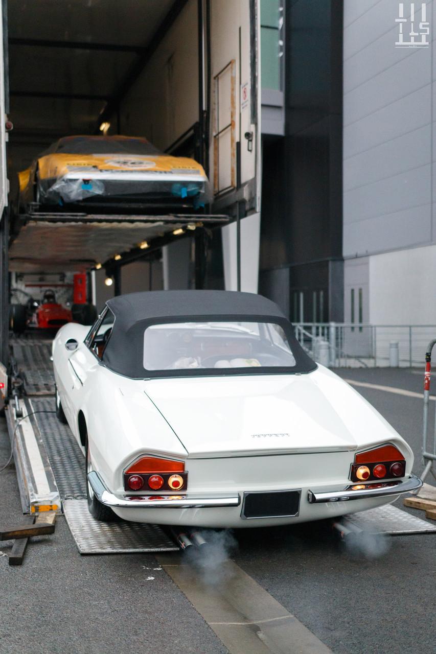 A présent, voici l'un des gros poissons de cette édition ! Vous avez sous les yeux une nouvelle pépite dénichée par Fiskens, une Ferrari 365 GT California Spyder dont seuls 14 exemplaires ont vu le jour. Il s'agit du châssis 9849.