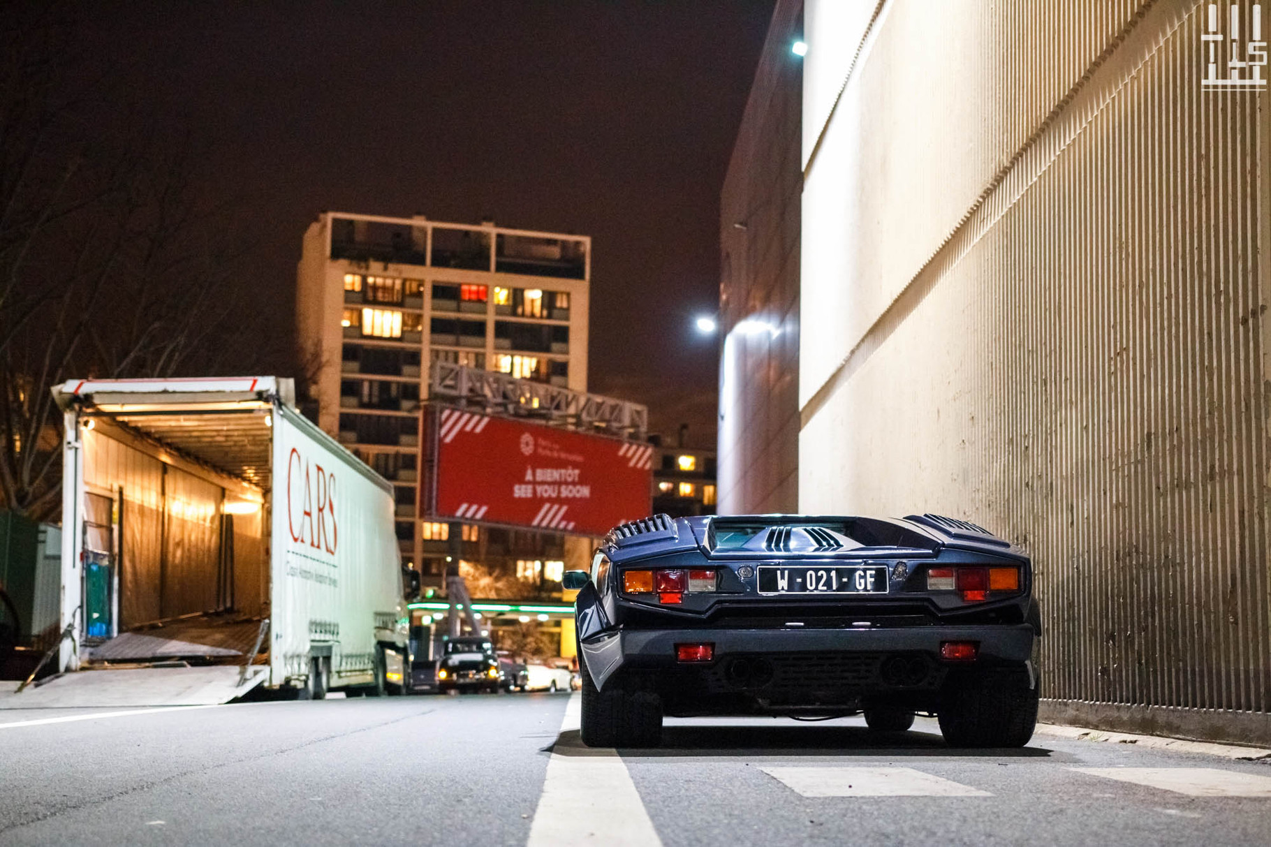 Une magnifique Lamborghini Countach 25th Anniversary bleue.