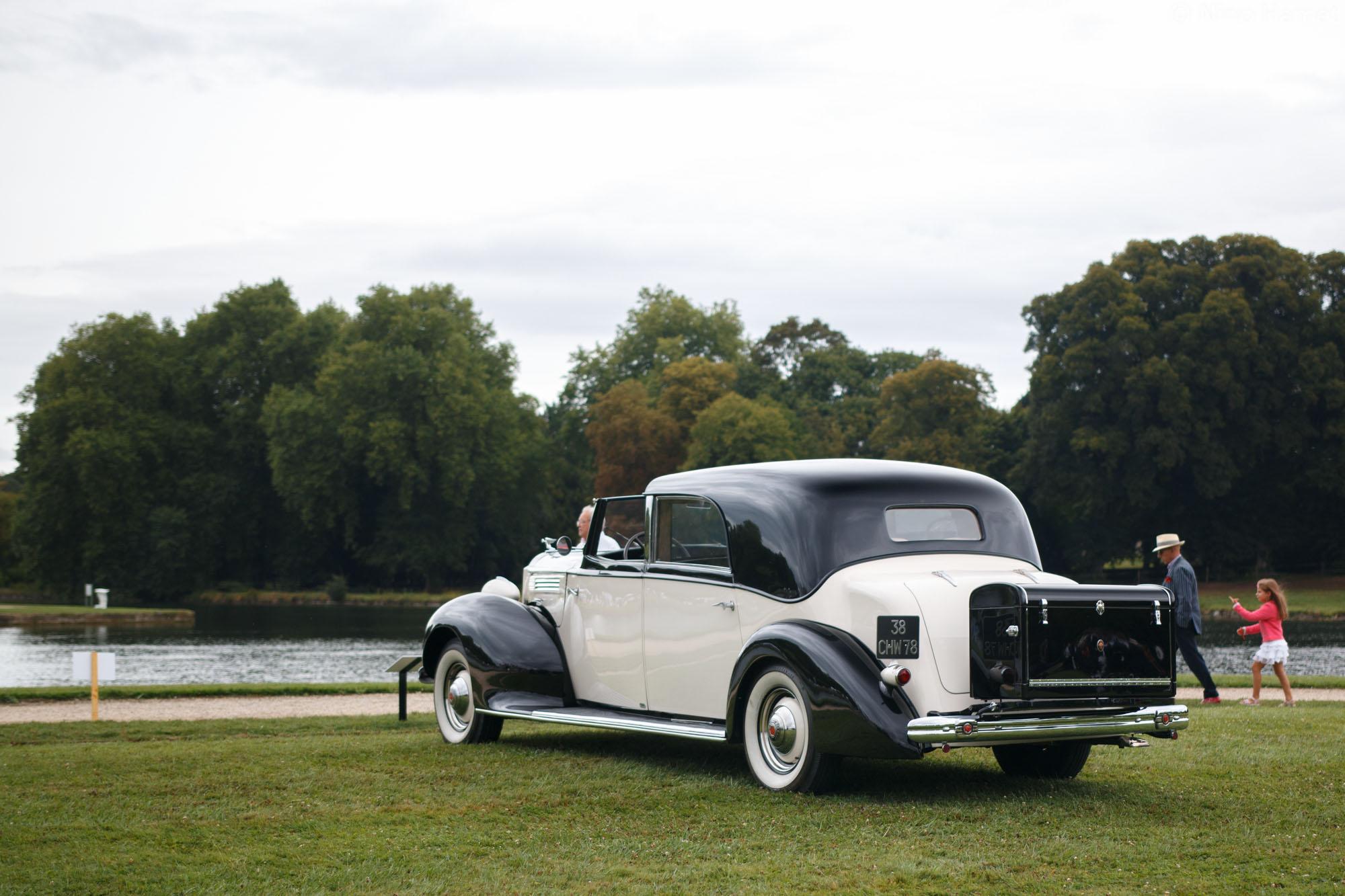 Les grandes berlines et limousines de voyage (Avant-Guerre), premier prix : Packard Eight 1602 Coupé Chauffeur 1938 (M. Jean-Pierre Antoine)
