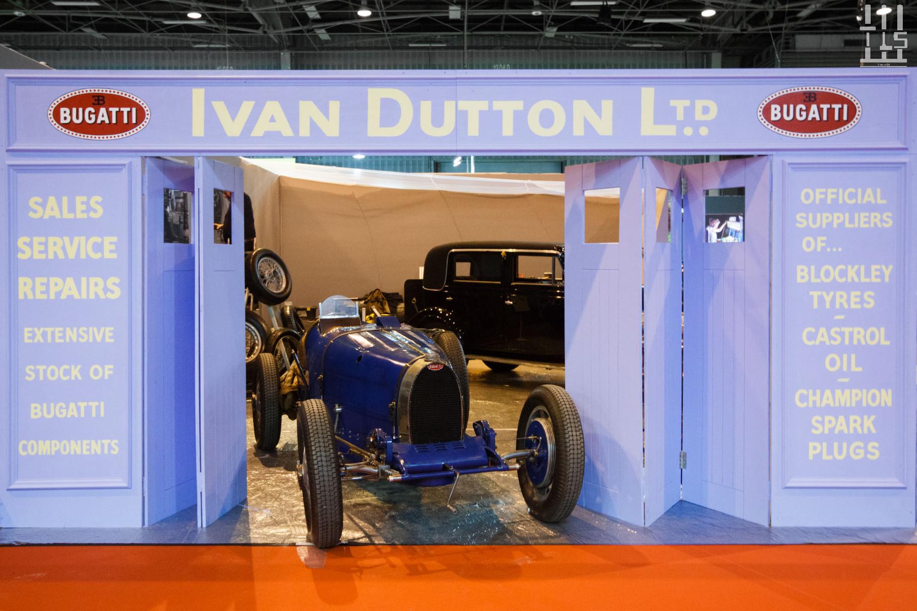 Stand Ivan Dutton - Rétromobile 2016. Une mise en scène originale et que l'on apprécie fortement.