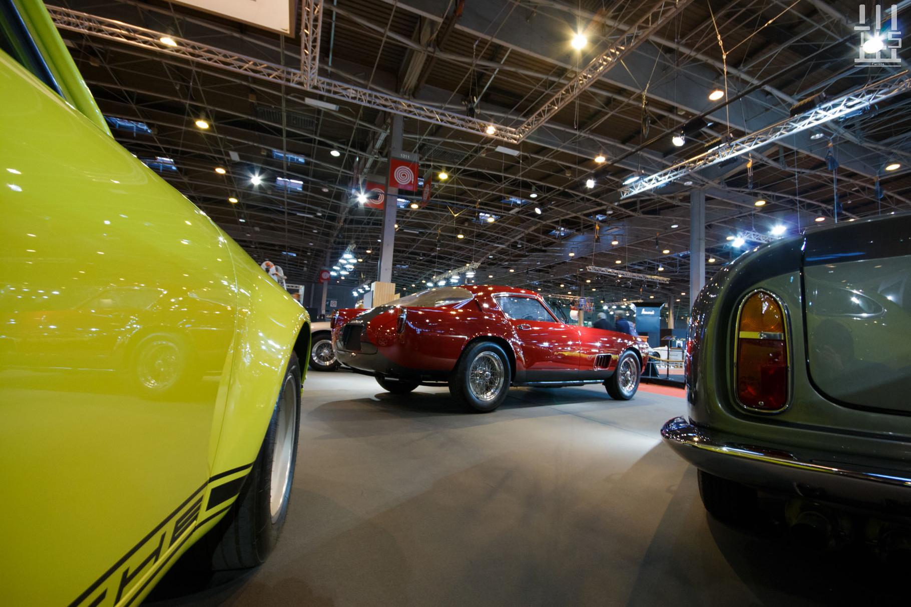 Nous voilà à présent sur le stand de JD Classics. On commence avec du lourd, une Ferrari 250 GT Tour de France de 1959. Il s'agit du châssis 1335GT.
