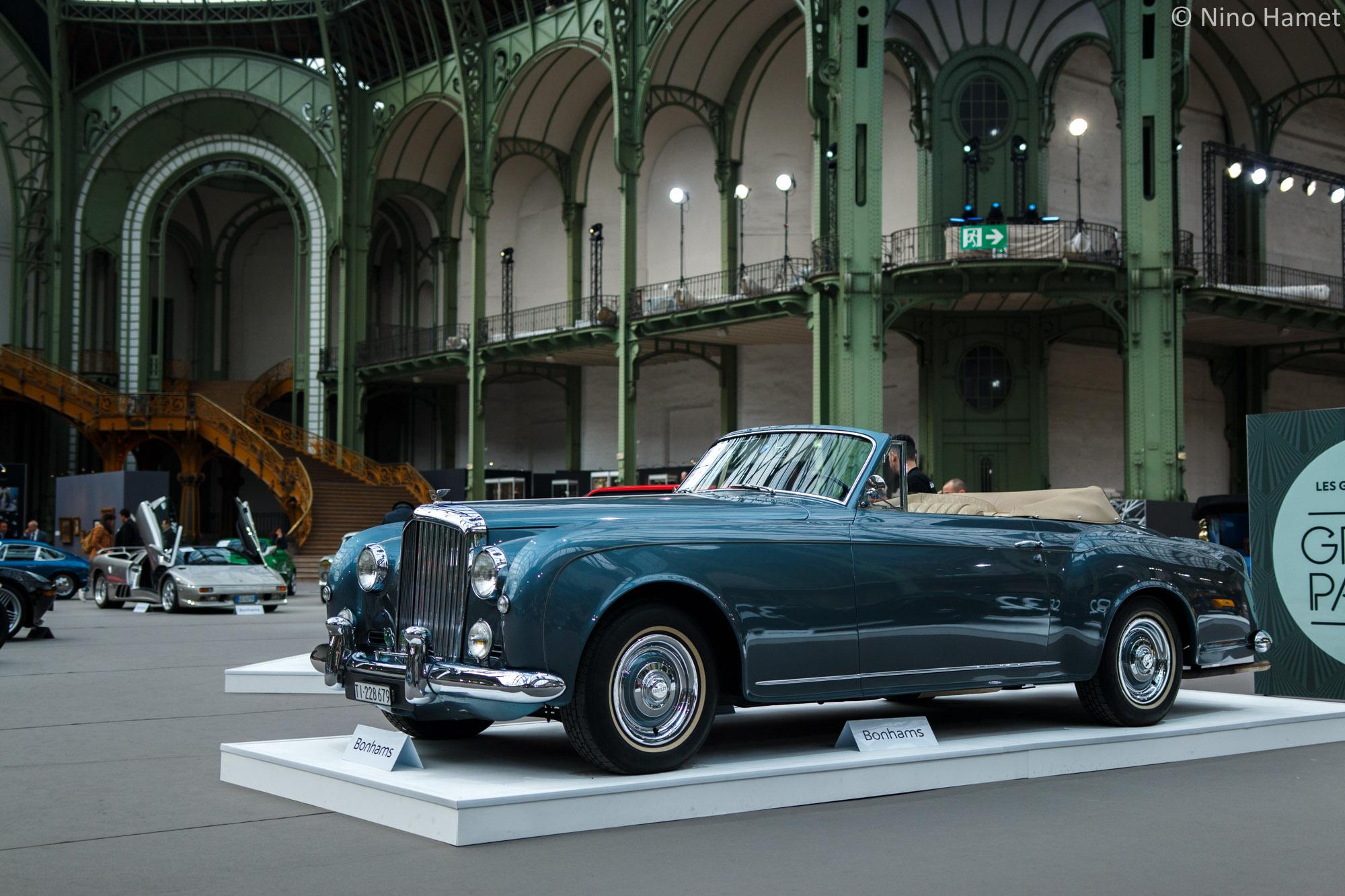 Une Bentley Continental S1 Cabriolet de 1967, adjugée 930 000 euros.