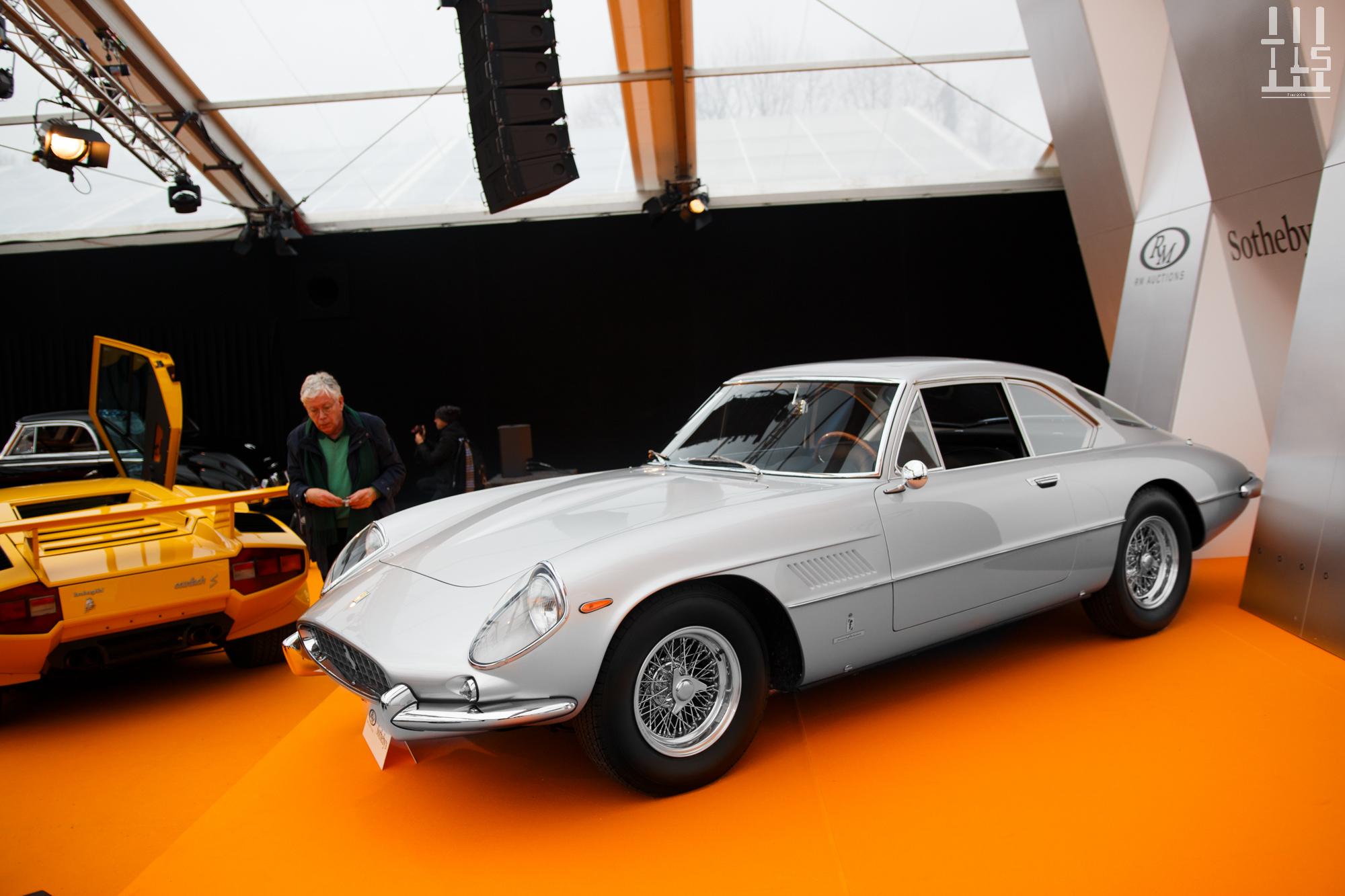Ferrari 400 Superamerica LWB, vendue à 2 950 000 euros.
