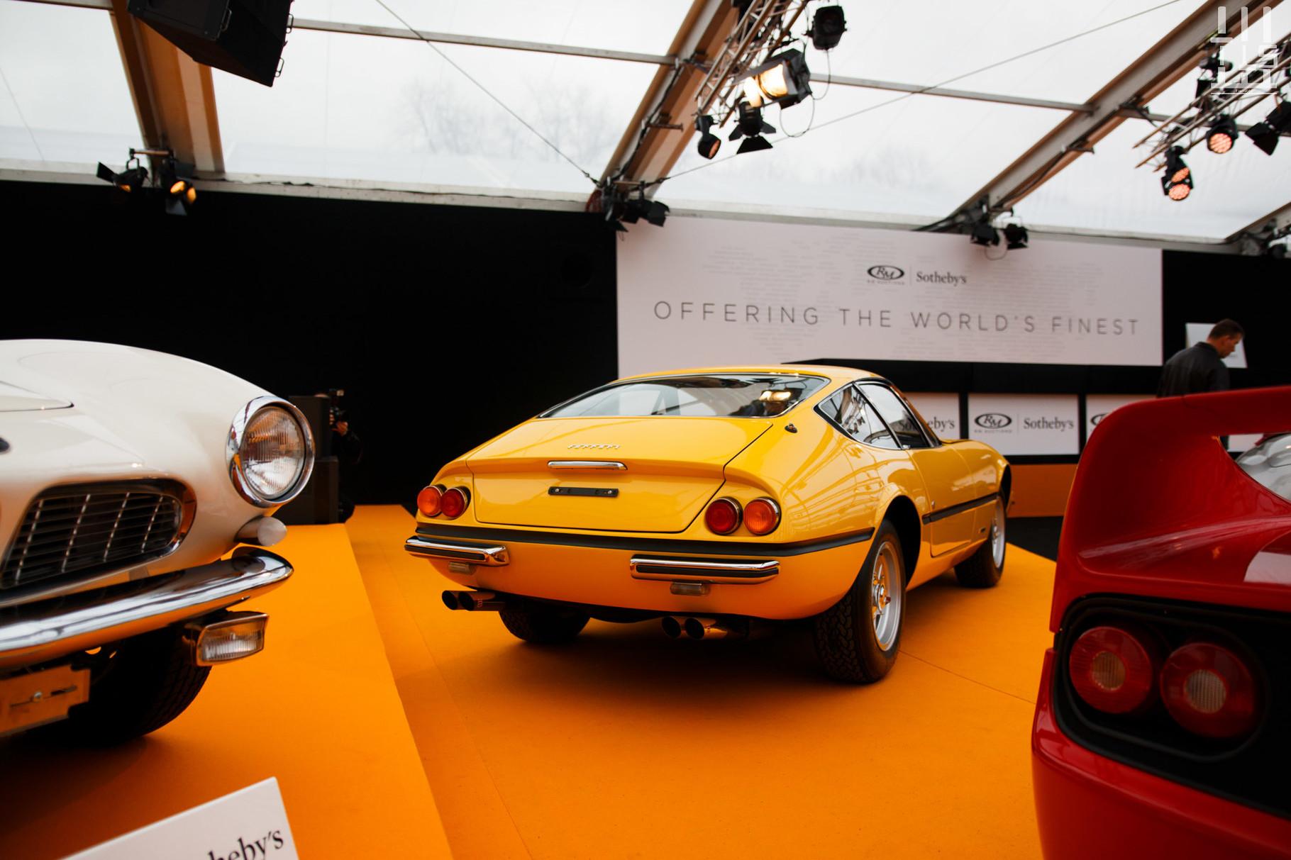 Ferrari 365 GTB/4 Daytona Plexiglas : estimée entre 700 000 et 900 000 euros, invendue.