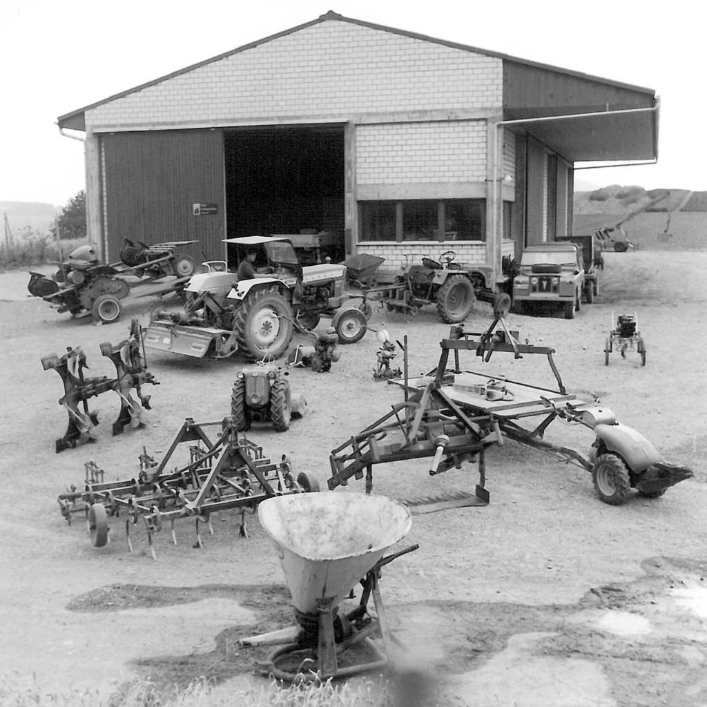 Maschinenpark vor der Versandhalle in den 70er Jahren