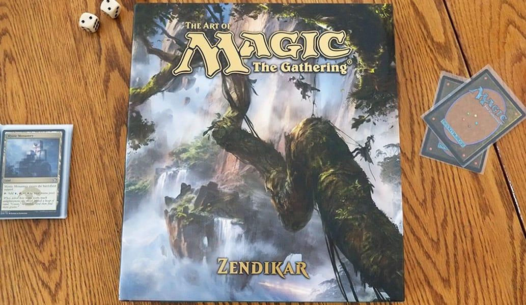 """Das Buch """"The Art of Magic: The Gathering - Zendikar"""" ; Cover Art: Adam Paquette ; (Dekoration nicht mit dabei ; Karten im Bild nicht aus der Zendikar Edition)"""