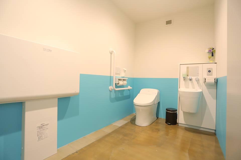 cafe blue sofa : オストメイト対応トイレ