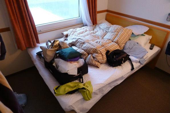 サプライズは、このベッド一つで3人・・・何かの間違いじゃ、おまけに2泊。