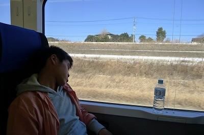 そんな高級列車に乗ってもすぐに爆睡・・・おいおい
