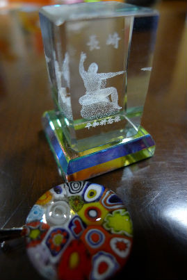 ペンダント完成品とコジイチ自分のお土産にクリスタル飾り