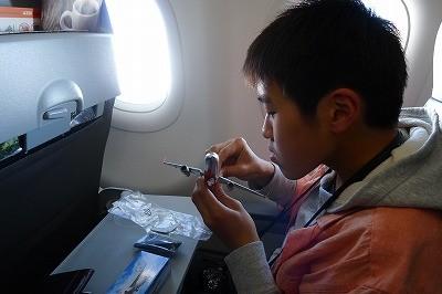 機内で購入したJET★飛行機モデル 早速組み立ててます