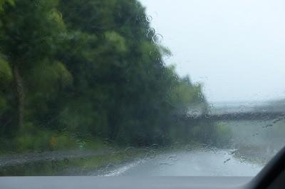高速も大雨 2回も大きな事故を見てより安全運転を。