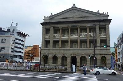 長崎は重厚な建築物が点在してます