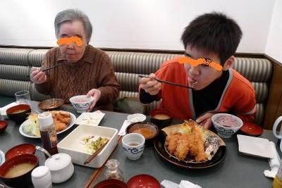 〆は肉食べれんもんなばあちゃんと浜勝へ・・・