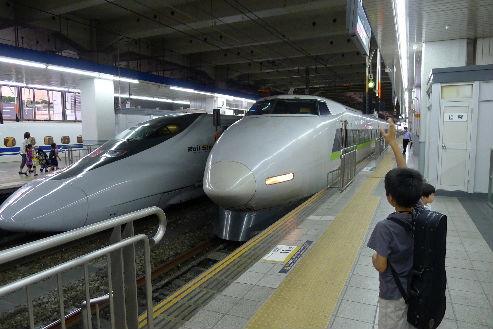 往復でお世話になった新幹線が並びました