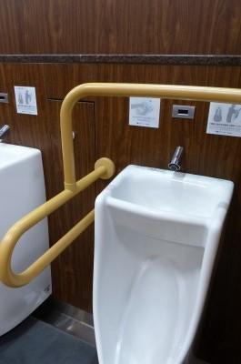 サービスエリアのトイレも進歩、便器の上に手洗いが